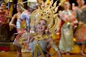 bangkok-restaurant-sala-rim-naam-dancers-4